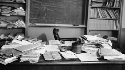 Einsteins cluttered desk